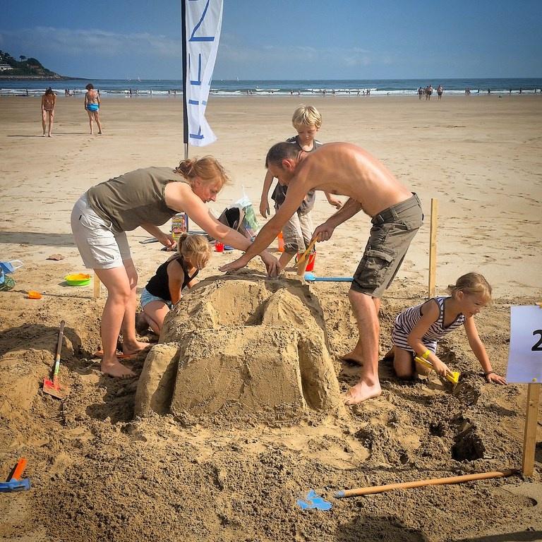 Concours de châteaux de sable en famille - Maison Pariès